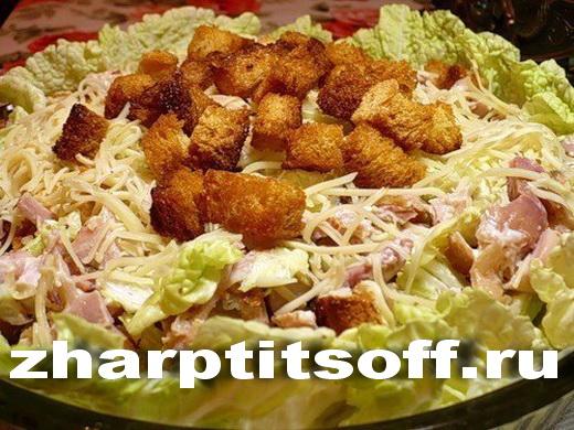 Салат облегченный, курица, сухарики, ананас