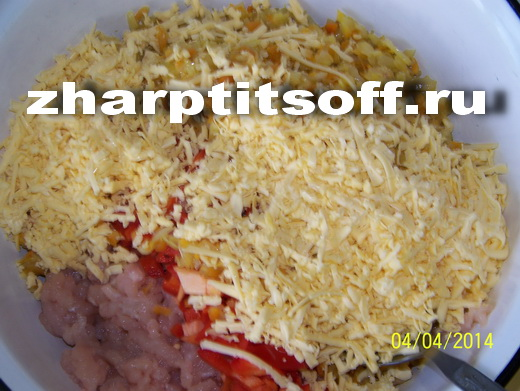 12соединяем фарш,капусту,перец,тертый сыр