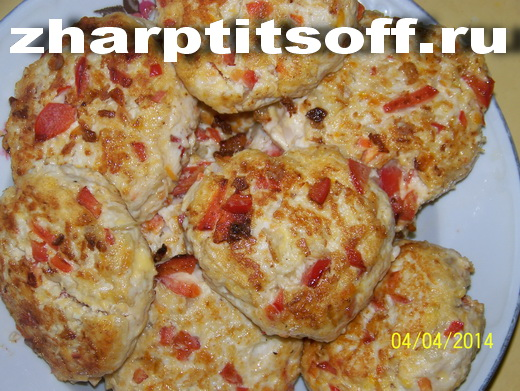 Куриные котлеты с кислой капустой, перцем, сыром
