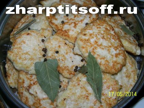 Куриные драники горчица, майонез, лук репчатый