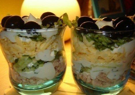 Салат в стакане из курицы