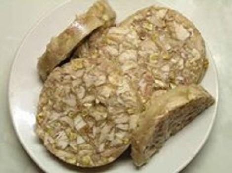 Рулет из курицы, чеснока, орехов грецких. Куриная холодная закуска.