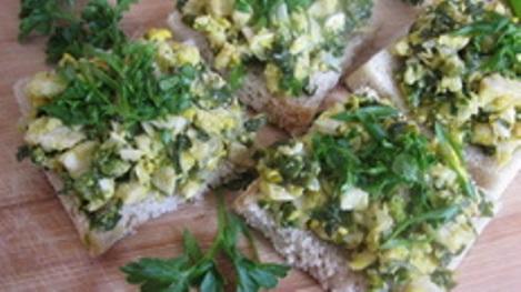 Завтрак рецепт риссоле курица зелень. Жареный бутерброд, завтрак.