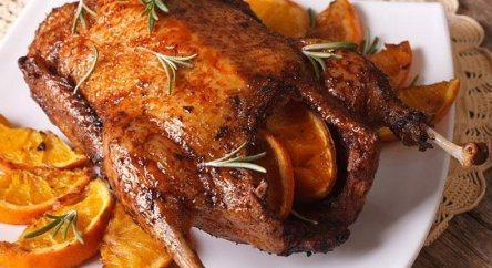Новогодняя утка апельсины, мёд, соевый соус. Готовим в духовке.