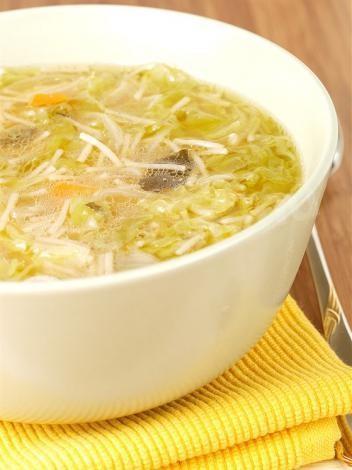 Суп Мисо курица, соевая паста, даси, мицуба, дайкон. Японская кухня.