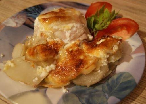 Куриные бедра картофель духовка. Запекаем с чесноком под сыром.