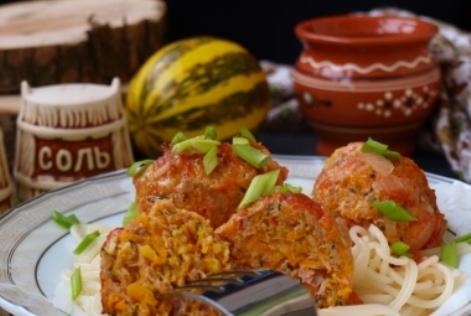 Тефтели фарш индейки духовка. В томатном соусе с тыквой и сыром.