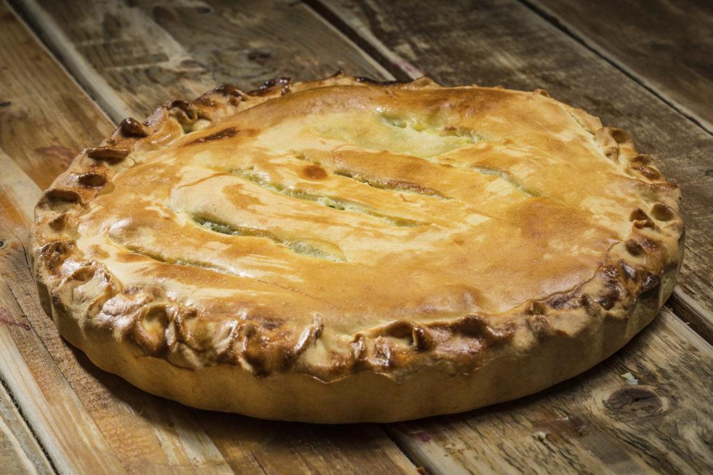 Пирог курица картофель в духовке. Тесто на сметане, яйцах и масле.