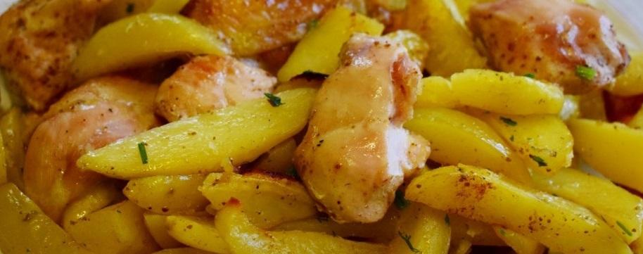 Картошка кусочки курицы духовка. Добавляем масло и запекаем.